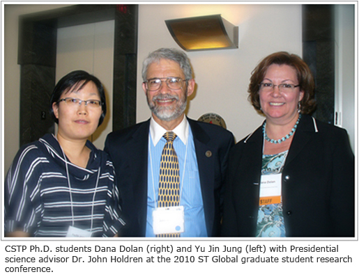 Photo of PhD Students Dana Dolan (right) and Yu Jin Jung (left) with Presidential science advisor Dr. John Holdren